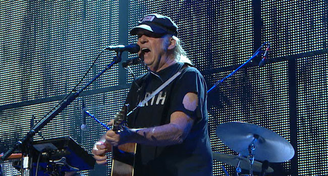 Neil Young performing at Farm Aid 2016