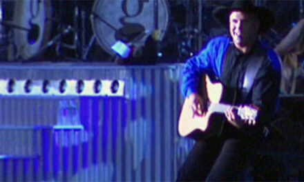Garth Brooks teams with Toys for Tots at Nashville shows