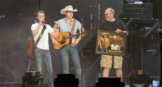 "Jon Pardi's ""California Sunrise"" earns gold certification"