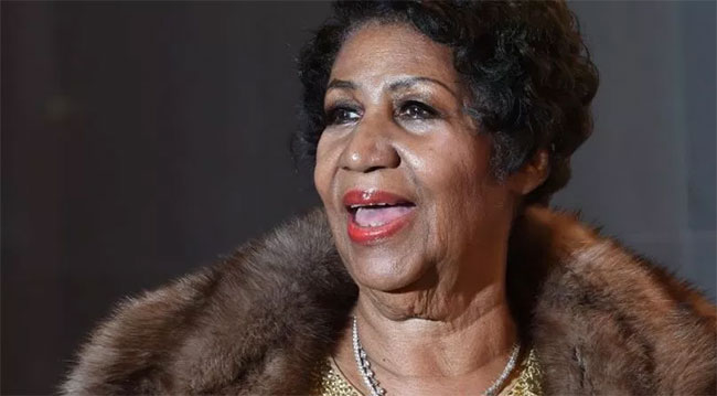 Aretha Franklin's body arrived for viewing in gold-plated casket