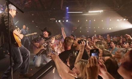 Garth Brooks rocked Joe's on Weed St at opening Dive Bar Tour