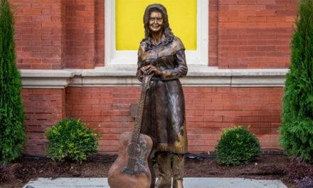 Loretta Lynn honored with Ryman statue