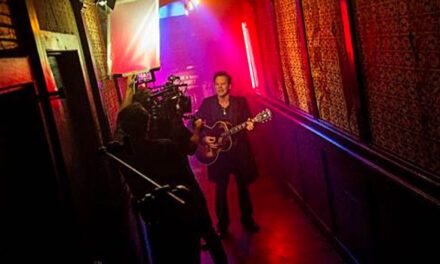 Gary Allan premiering 'Waste of a Whiskey Drink' video